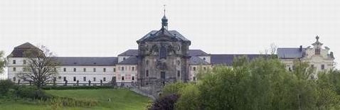 Hospitál Kuks je od Kohoutova vzdálen pouhých 6km. Betlém– unikátní lesní galerie barokních plastik M. Brauna, je navržena jako památka UNECSO.